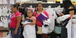 LO LEGAL ES | Dos uniformes y un paquete de útiles escolares por estudiante