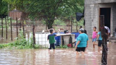 Tras inundación en Las Coloradas, anuncian apoyos para familias damnificadas