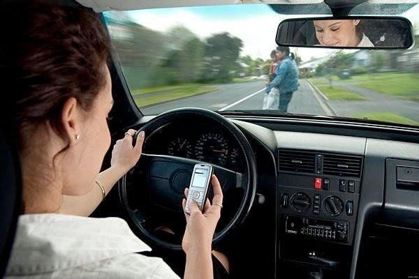Multas por conducir con celular en mano van en aumento aún con cargos de hasta 706 pesos: UVyT
