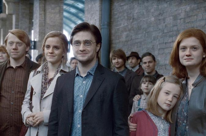 Hoy regresan a clases cientos de alumnos de Hogwarts, hijo de famoso mago es visto abordando el tren