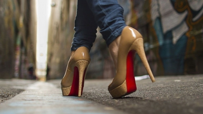 ¿Usas diario tacones altos? | Lanza el IMSS alerta de salud por uso de zapatillas