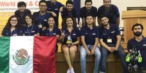 Estudiantes mexicanos ganan medalla de oro e imponen record durante una competencia de robótica en Taiwán