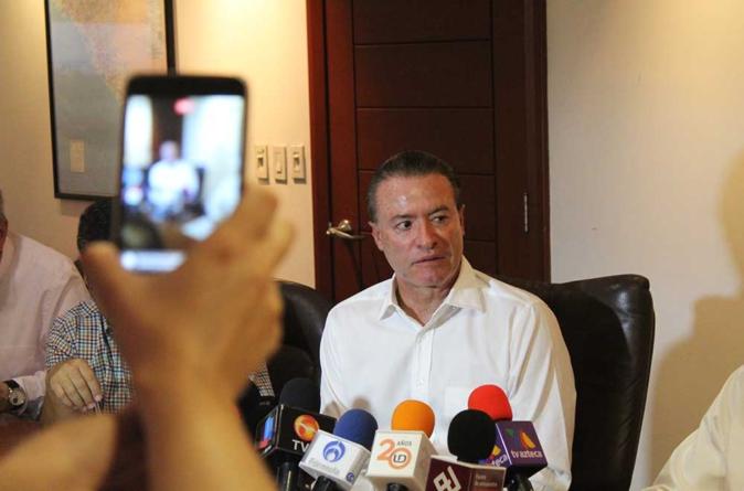 """""""Nos urge como sociedad y gobierno esclarecer asesinato de Javier Valdez"""": Quirino"""