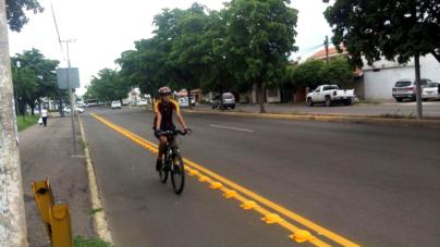 Luego de reencarpetado, reinstalan ciclovías en bulevar Universitarios