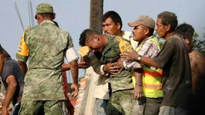 Fotógrafo busca a soldado que rescató cuerpos de su familia… para estrechar su corazón