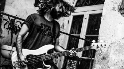 Un 'junkie' de la música | Ménage à Trois