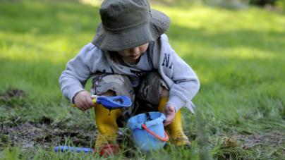 'Que agarren defensas' | ¿En realidad es bueno que los niños pequeños se ensucien?