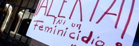 Género en alerta   Feminicidios, las siluetas y los años de lucha