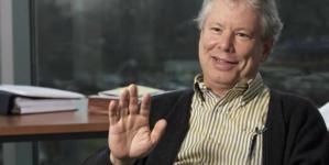 Otorgan Nobel de Economía al hombre que supo combinar dos disciplinas distintas