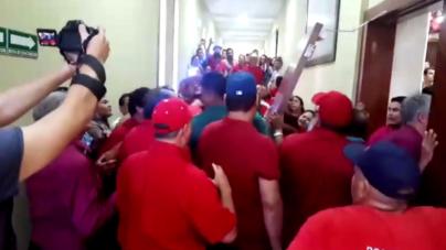 Maestros contra Sindicato | Truenan por segunda vez sesión en el Congreso de Sinaloa