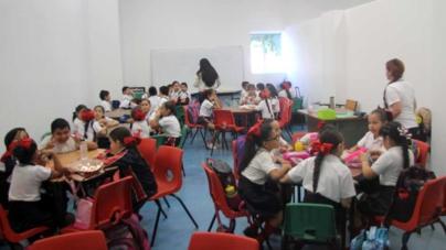 Reciben clases en Parque Temático alumnos de primaria en riesgo de colapsar