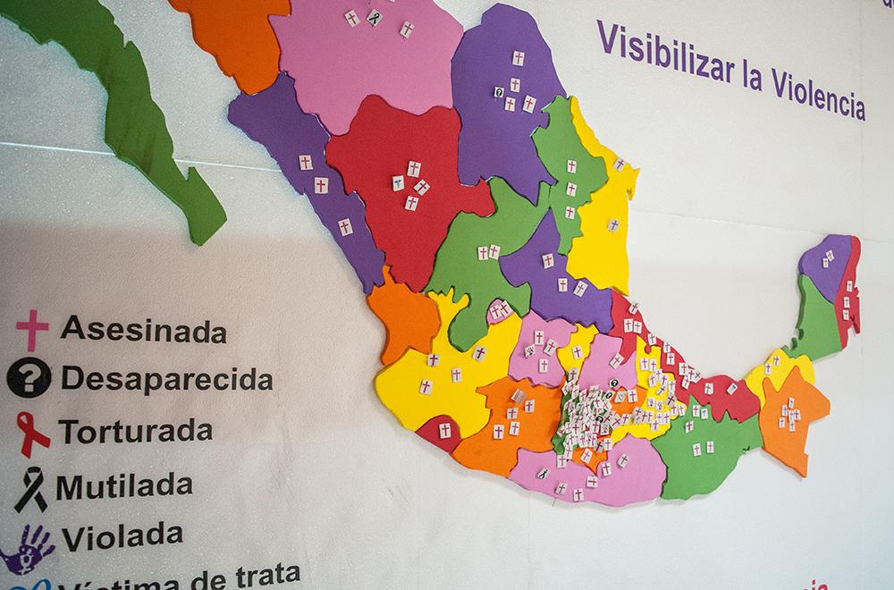 CIUDAD DE MÉXICO, 21NOVIEMBRE2017.- Candelaria Ochoa Ávalos, diputada de Movimiento Ciudadano, ofreció una conferencia en compañía de sus compañeros de bancada para presentar una campaña contra la violencia de género FOTO: DIEGO SIMÓN SÁNCHEZ /CUARTOSCURO.COM
