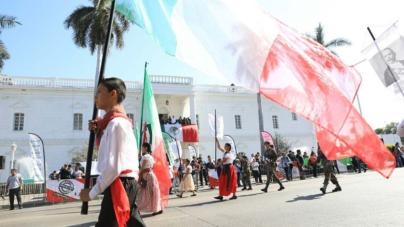 Con vistoso desfile, se conmemora el 107 aniversario de la Revolución Mexicana