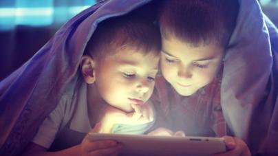 Lo dice la ciencia | Los niños que usan 'smartphones' duermen menos y engordan