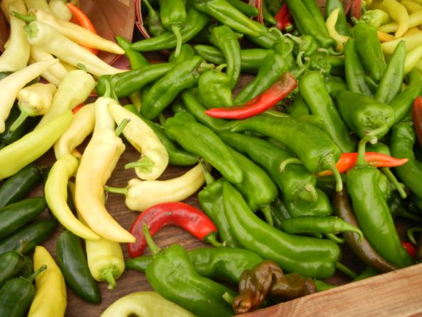 Reporte ESPEJO   ¿Comer puro chile? Encarecen papa, huevo y gas; baja el chile