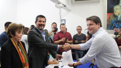 Una de dos | Se registra Roberto Cruz como candidato de opción múltiple