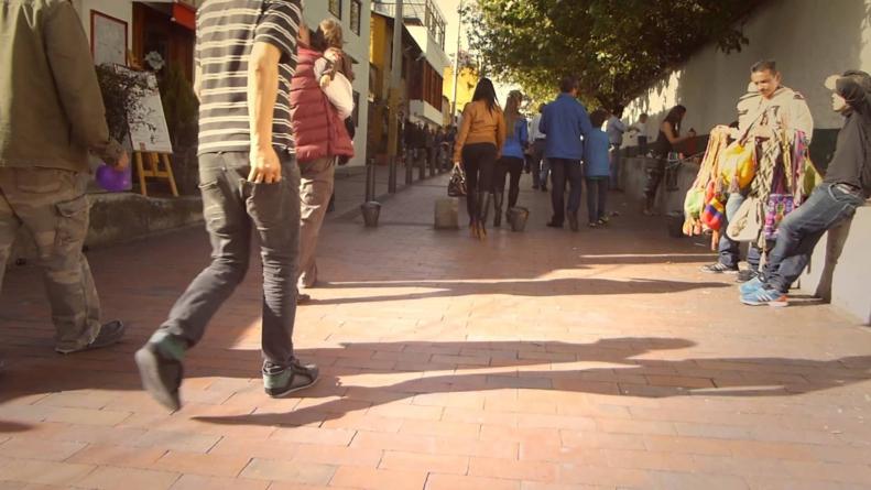 Escupir en la calle no solo es desagradable… también daña la salud
