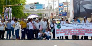 Niegan entrada al Congreso a maestros jubilados y bloquean bulevar Pedro Infante