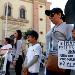 Nada que celebrar… | Con marcha, madres de desaparecidos exigen justicia este 10 de mayo