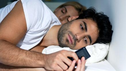Víctimas del stashing | ¿Tu pareja te oculta de sus redes sociales?