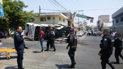 Transporte rápido y furioso | Impactante choque entre dos camiones urbanos deja 16 heridos
