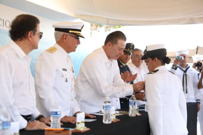Refrenda Quirino Ordaz compromiso de seguridad en conmemoración del Día de la Marina