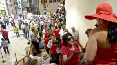 Presionan maestros al Congreso con ruidosa protesta en sesión ordinaria