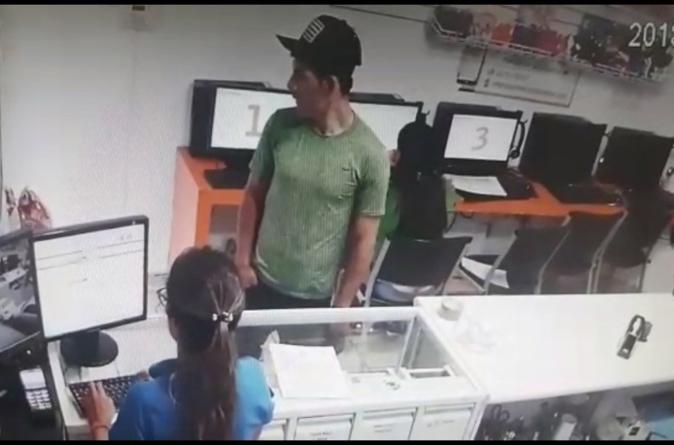 Ola de asaltos | Reportan en redes sociales asalto a conocida papelería cerca de la UAdeO