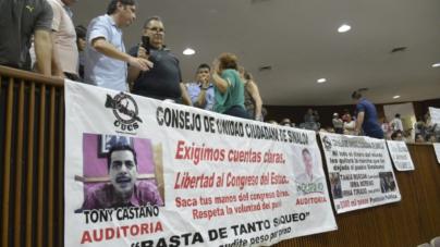¡Fuera el PRI! | Ciudadanos despiden a la LXII Legislatura con manifestación