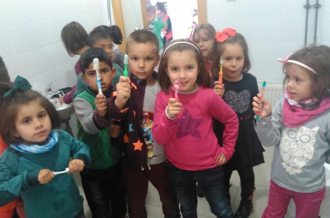 No lavarse los dientes puede causar dolor estomacal en niños: Secretaría de Salud