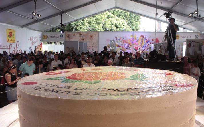 Jaliscienses imponen el récord del mazapán más grande del mundo