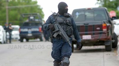 Robacarros se enfrentan a la policía en Culiacán y un estatal muere
