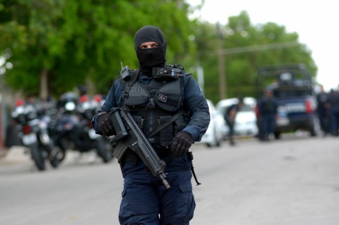 ¡El colmo! | Despojan de armas a policías estatales en el Botánico
