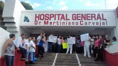 No les pagan sus ahorros | Trabajadores de la salud protestan en Mazatlán y Escuinapa