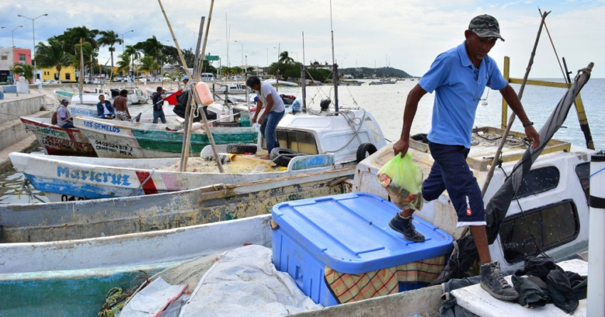 Buscan evitar adicciones en campos pesqueros de Sinaloa