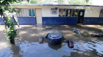 Sepyc repondrá libros, uniformes y material de apoyo dañado por las lluvias