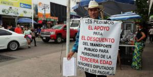 Bonifacio junta firmas… busca descuento en transporte para adultos mayores