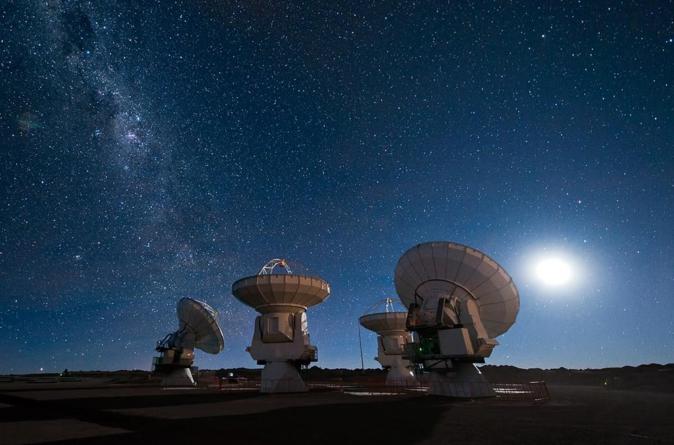 Astrónomos detectan fuertes señales de radio provenientes de otra galaxia