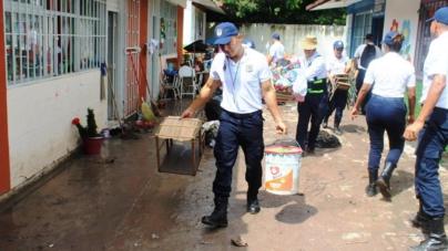 228 cadetes del Inecipe apoyan en labores de limpieza de centros educativos afectados por las lluvias