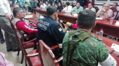 Seguridad Pública Municipal cierra calles y evacua a vecinos de Valles del Sol por lluvias