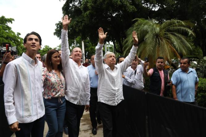 Entrega AMLO a Quirino plan de inversión por 8.7 mil millones de pesos para Sinaloa