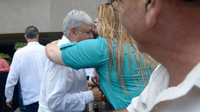 El coqueteo de AMLO en su fugaz primera visita a Sinaloa… 'trabajaremos hermanados'