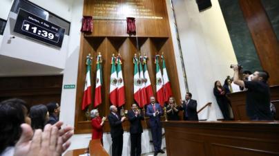 Develan nombre de Jesús Kumate en el Muro de Honor del Congreso de Sinaloa