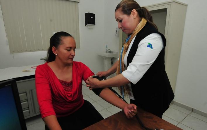 Reconocen labor de trabajadores de Salud ante desastres por la tormenta en Sinaloa
