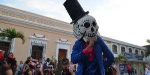 #DíaDeMuertos | La muerte recorre las calles de Culiacán
