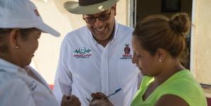 Renuncia secretario de desarrollo social por escándalo de colchones
