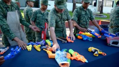 Juguemos sin violencia | Destruye Ejército armas de juguete