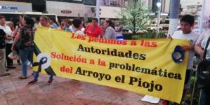 Vecinos de la 6 de Enero exigen dar cause al arroyo El Piojo