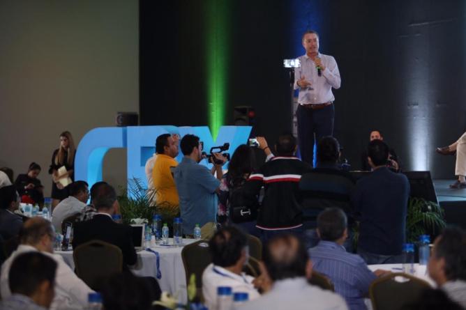 El gobernador Quirino Ordaz exhorta a jóvenes al emprendimiento