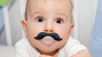 Lo dice la ciencia | Limpiar chupones de bebés con saliva reduce el riesgo de enfermedades